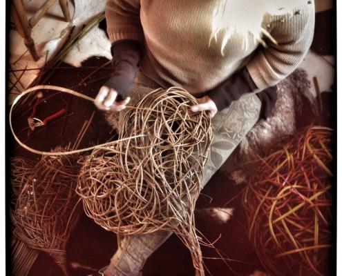 Silja levin kurvmaker, , pilefletting, pilfletting kurvmakerskolen kurvfletting silja levin lars levin skovstuen pil kurvmakerlærling kurver, levende pil basket making basketmaker, willoweaver, willow